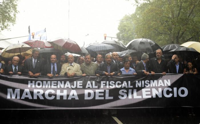 marcha nisman bandera negra
