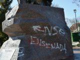 Acto de vandalismo en el monumento emplazado en Plaza Almafuerte 3