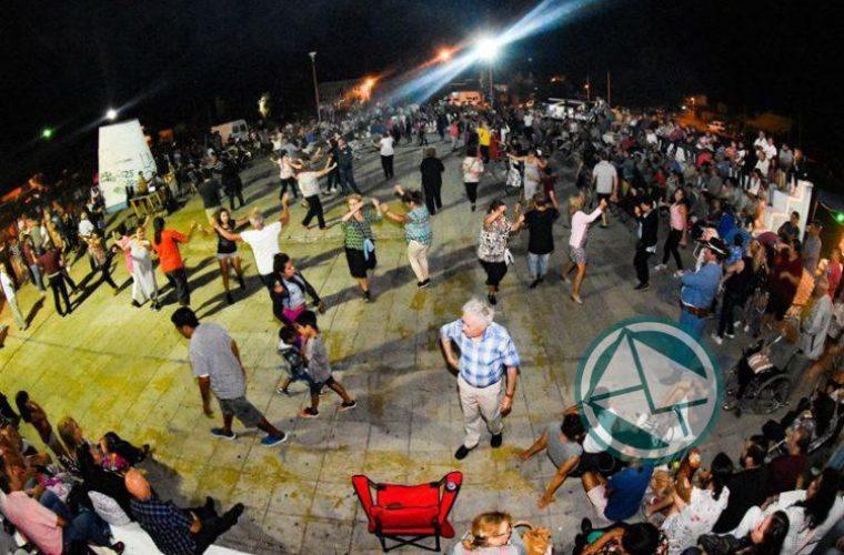 El intendente de Berisso recorrió el festival Los Siete Domingos de Folclore2
