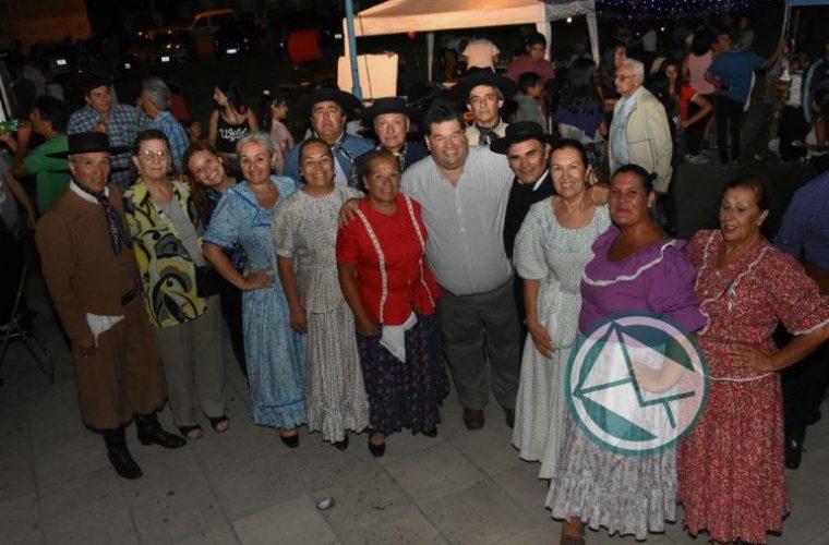 El intendente de Berisso recorrió el festival Los Siete Domingos de Folclore7