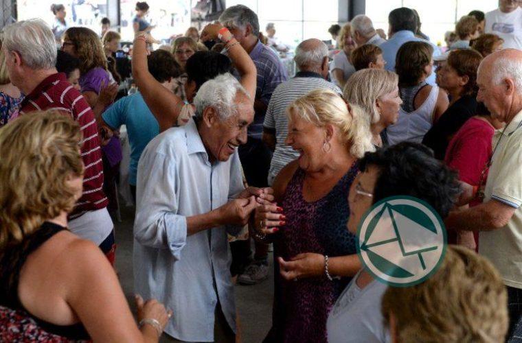 Más de 250 adultos mayores Colonia Municipal La Plata04