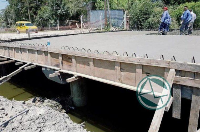 Puente sobre el Canal Mena en Ruta Provincial N° 15 004