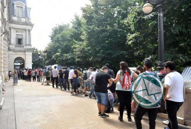 Garro recorrió la Feria de Empleo Joven en el Pasaje Dardo Rocha 03