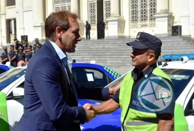 Garro y Ritondo presentaron 30 nuevos móviles policiales para La Plata 02