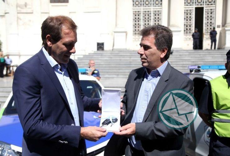 Garro y Ritondo presentaron 30 nuevos móviles policiales para La Plata 04