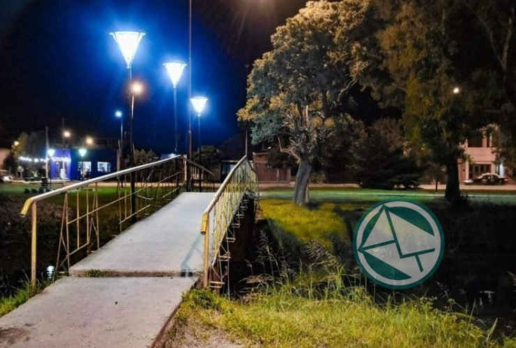 Luminarias led en las pasarelas del canal de Avenida Génova de calles 153 y 162 03