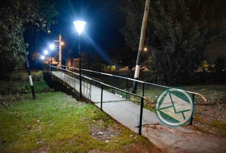 Luminarias led en las pasarelas del canal de Avenida Génova de calles 153 y 162 07