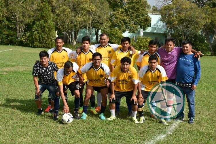 Equipo fútbol de la Colectividad Peruana