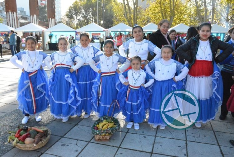Colorido festejo para celebrar el Aniversario de Paraguay en Plaza Malvinas 2