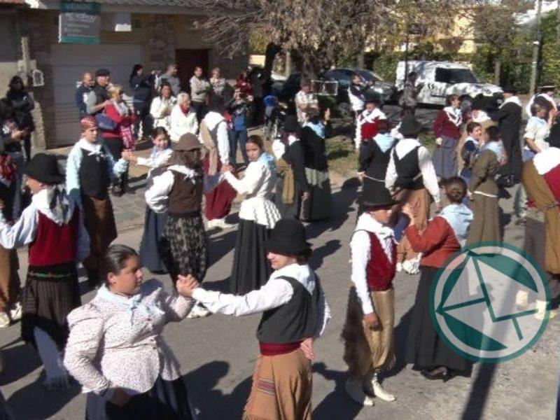 En celebración del 25 de Mayo de 1810 se bailó el Gran Pericón Nacional con más de 150 parejas 4