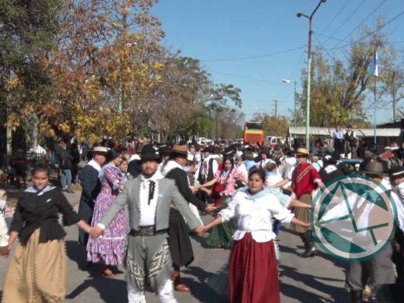 En celebración del 25 de Mayo de 1810 se bailó el Gran Pericón Nacional con más de 150 parejas 5