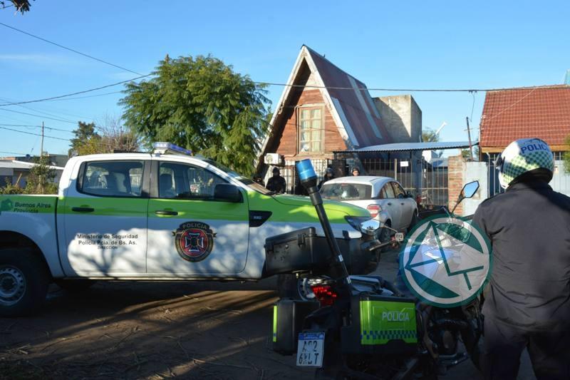 Allanaron una vivienda de Villa Zula por las llamadas de amenaza de bomba a escuelas 2
