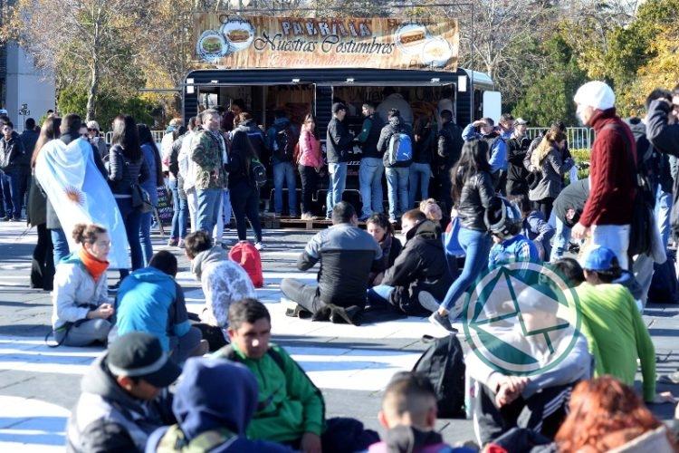 Fan Fest Plaza Moreno ARG-ISL6