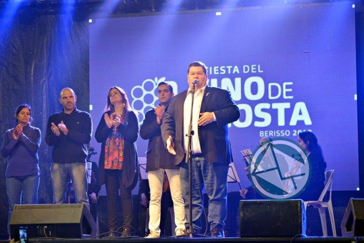Acto oficialista por la Independencia en Fiesta del Vino de La Costa 4