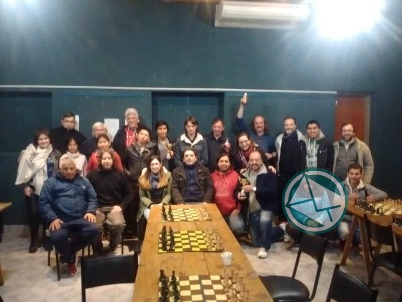 Ariel Veliz se adjudicó el V Abierto de Ajedrez 4