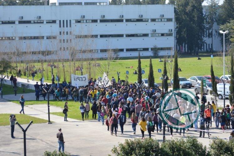 Las facultades del ex BIM 3 realizaron un abrazo al predio en defensa de la educación pública 04