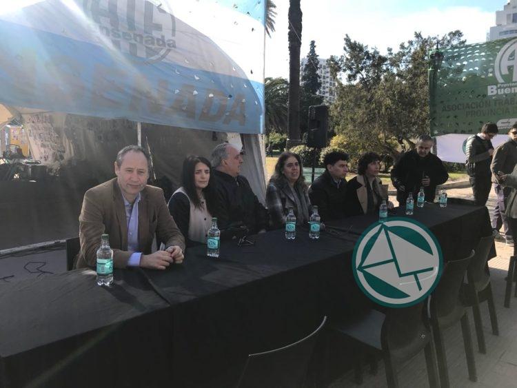 Los concejales de la oposición sesionaron en la carpa de Astilleros 3