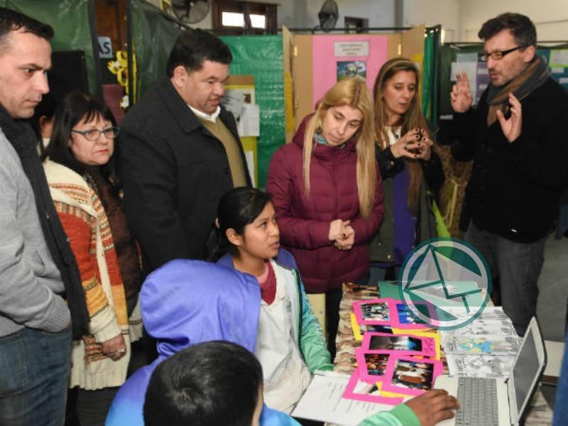 Nedela recorrió la Feria de Ciencia, Arte y Tecnología en la Escuela 1 01