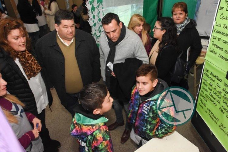 Nedela recorrió la Feria de Ciencia, Arte y Tecnología en la Escuela 1 02