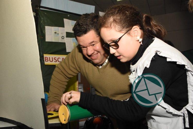 Nedela recorrió la Feria de Ciencia, Arte y Tecnología en la Escuela 1 03