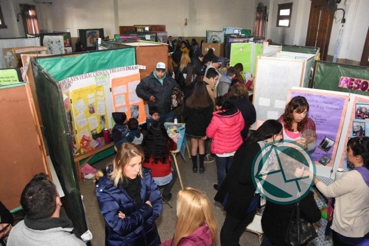 Nedela recorrió la Feria de Ciencia, Arte y Tecnología en la Escuela 1 04