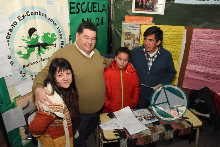 Nedela recorrió la Feria de Ciencia, Arte y Tecnología en la Escuela 1 06