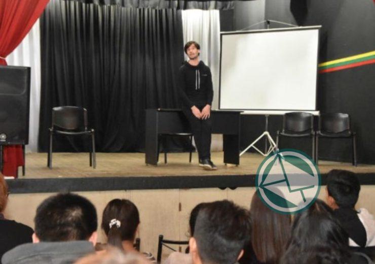 Ciclo de Obras de Teatro en el marco del mes de la Identidad 03
