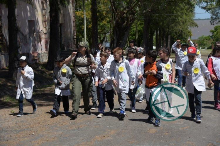Más de 300 los alumnos que visitaron la Isla Martín García 1