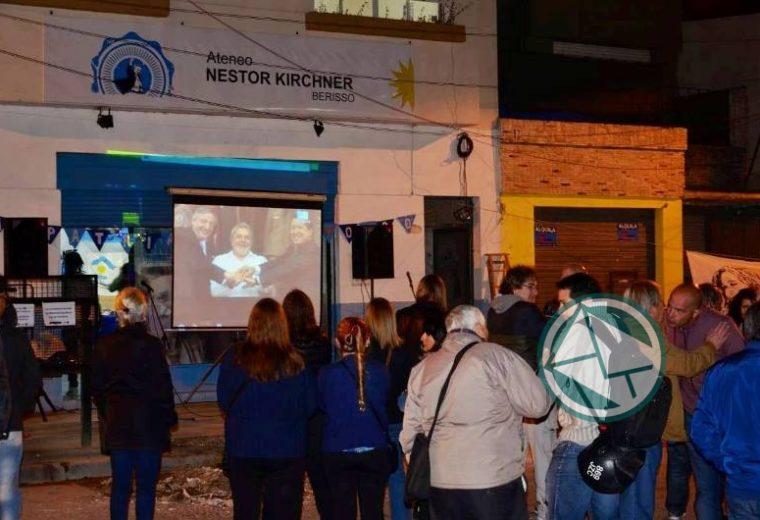 Se llevó la vigilia por el fallecimineto de Néstor Kirchner en Berisso 07