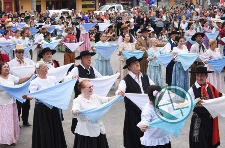 A toda música y baile se llevó adelante la 15° Fiesta del Provinciano en Berisso 11