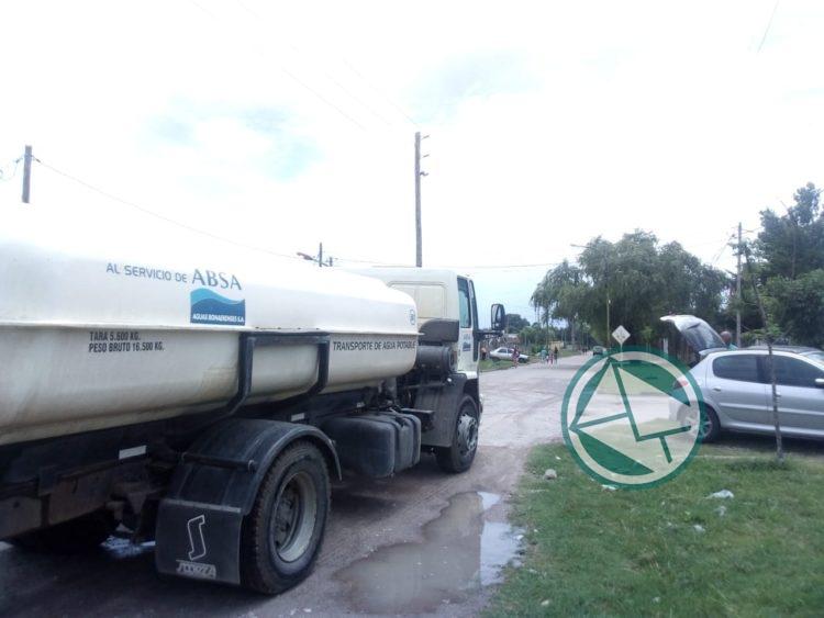 Se abastece con agua potable y mineral a vecinos del barrio Santa Teresita 01