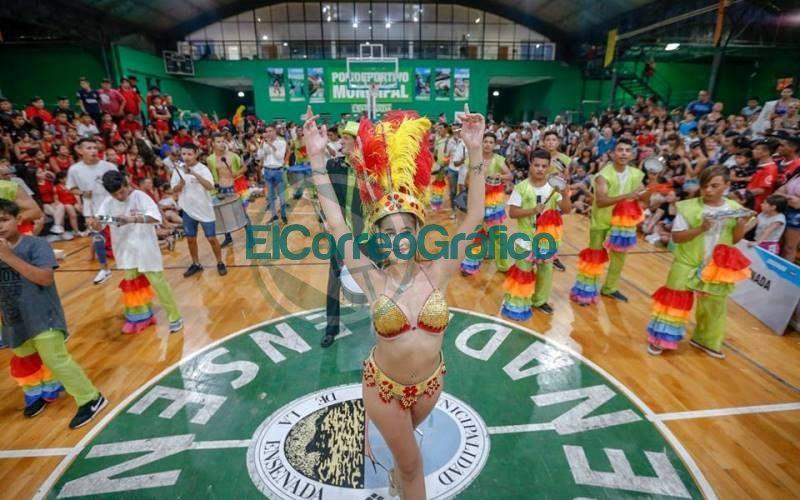 ayuda-economica-a-comparsas-de-ensenada-para-llevar-adelante-el-carnaval-de-la-region 5