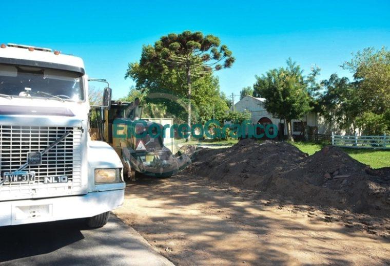Se construyen dársenas de ómnibus frente a Escuela del Paraje la Hermosura 3