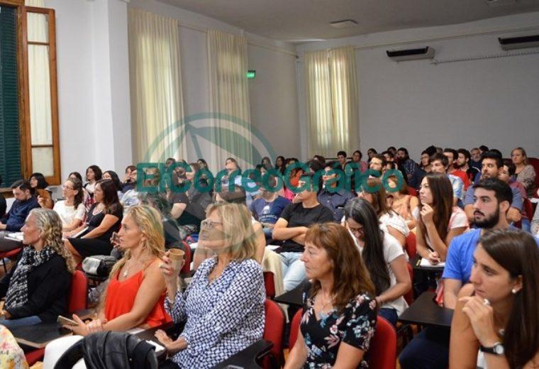Docentes de la región en la charla de Zsolt Lavicza