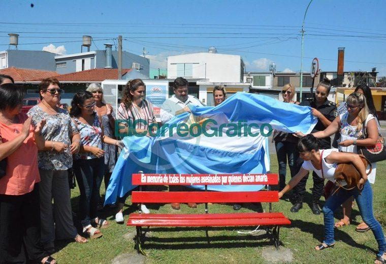 """Nedela junto a mujeres de la ciudad presentó un nuevo """"Banco Rojo"""" 01"""
