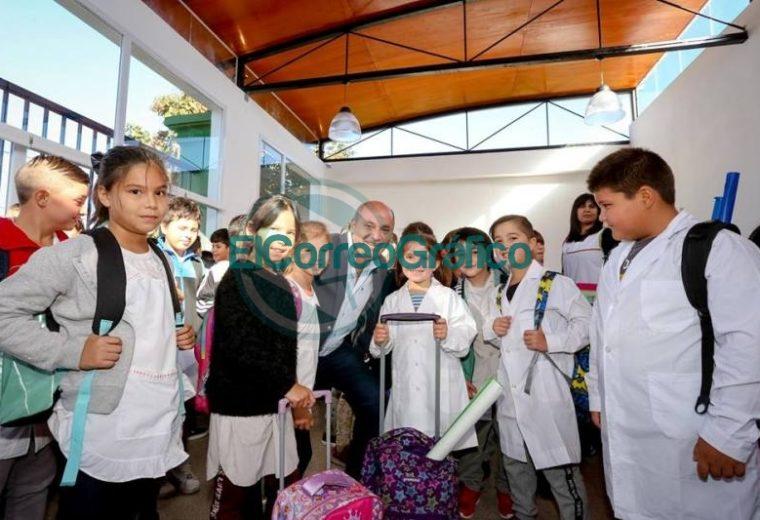 Secco inauguró el ciclo lectivo en el distrito de Ensenada 01