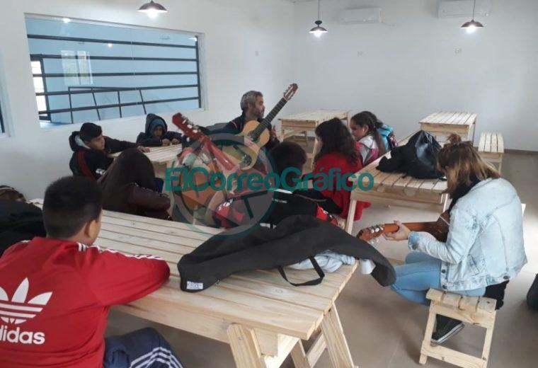 Clases y talleres en el Centro Cultural y Polideportivo Municipal de El Carmen1