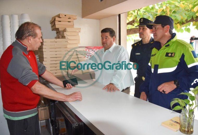 Nedela paseó por El Carmen junto a los comisarios locales 02