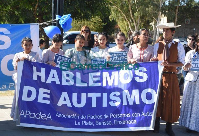 """Se desarrolló una Jornada de Concientización sobre autismo """"Hacer visible una condición invisible"""" 03"""