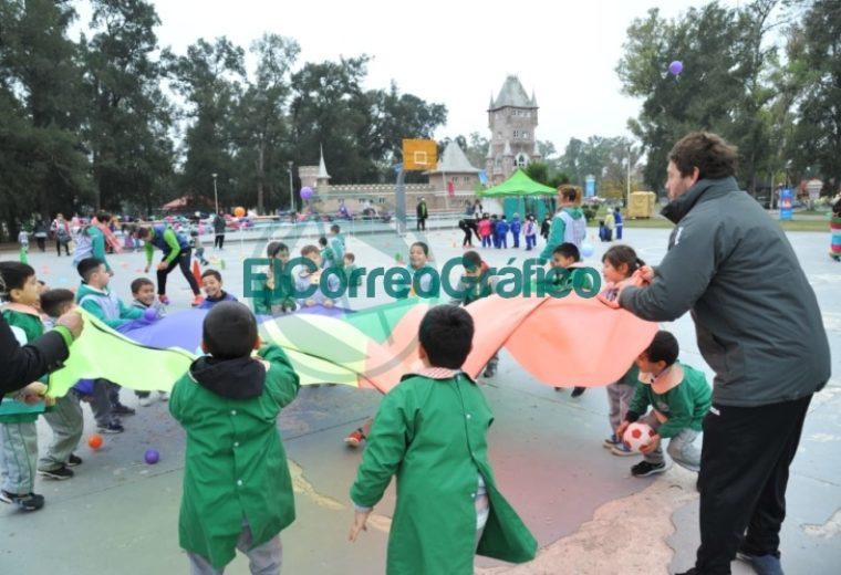 Festejos por el día de los Jardines Infantes y sus maestras en el República de los Niños 2