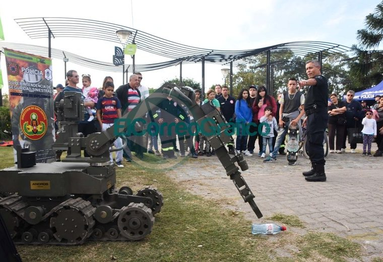 La Policía Bonaerense presentó su Muestra Itinerante en Berisso 2