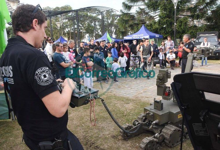 La Policía Bonaerense presentó su Muestra Itinerante en Berisso 5