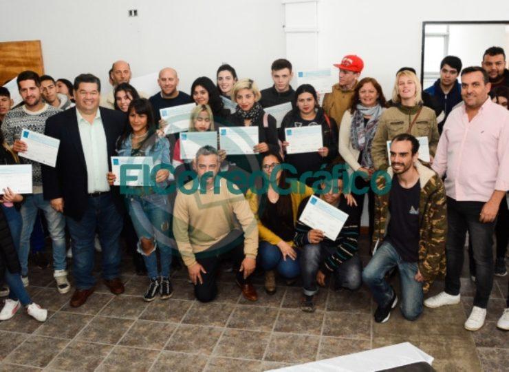 Nedela participó de la entrega de certificados a jóvenes capacitados a través de la Oficina de Empleo 3