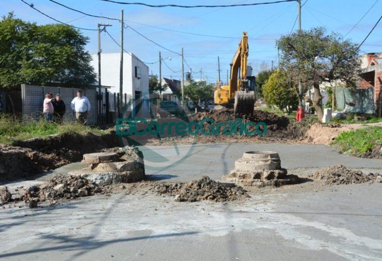 Nedela recorrió la pavimentación de la calle 170 y dialogó con vecinos 02