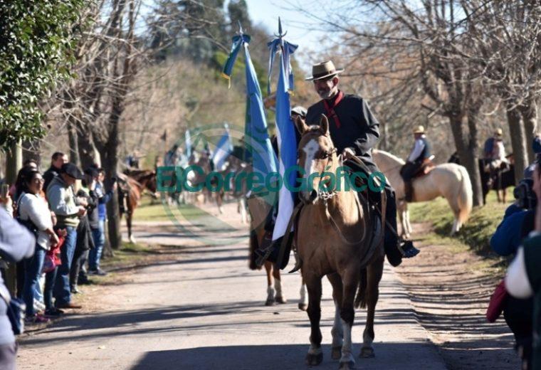 Con música y entretenimiento, una multitud de vecinos festejó el 132° aniversario de Arana 6