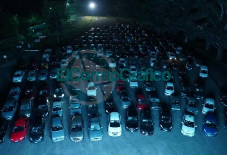 Con una atractiva propuesta, el estacionamiento de La República de los Niños se convirtió en un autocine 02