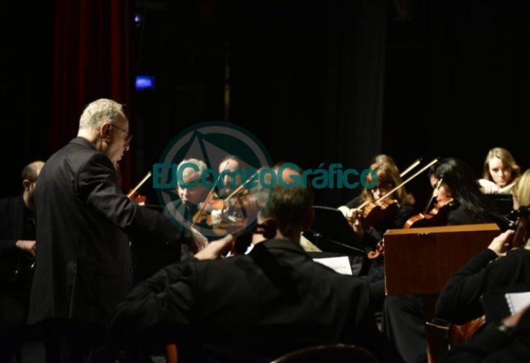 Garro asistió al concierto de gala por el 203° aniversario de la Independencia 01