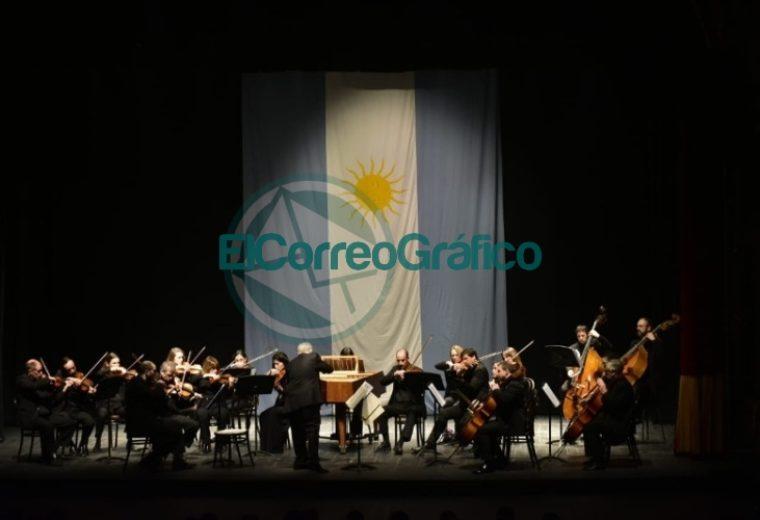 Garro asistió al concierto de gala por el 203° aniversario de la Independencia 02