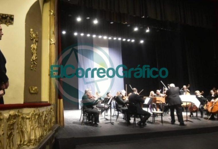 Garro asistió al concierto de gala por el 203° aniversario de la Independencia 03