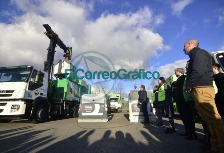 Garro presentó el nuevo sistema de contenedores de basura 2
